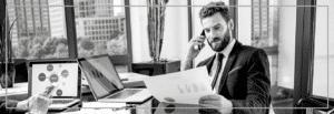 homme-affaires-commandant-service-conciergerie-entreprise-luxe-elysees-conciergerie